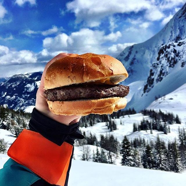#Repost @writethemenu ・・・ 🍔 with a view! #writethemenu #banff #foodintheair