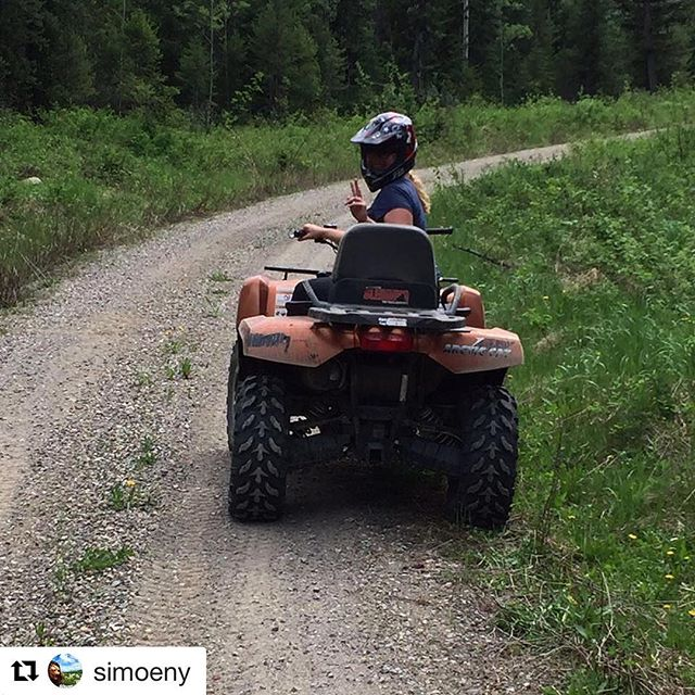 #Repost @simoeny ・・・ The day started really bad for me... no breakfast and no COFFEE!!! But it improved... with some PS and now a Hot Tub #canada #golden #explorecanada #travel #grumpywithoutcoffee #atv #tobycreekadventures #mud #speed #covfefe