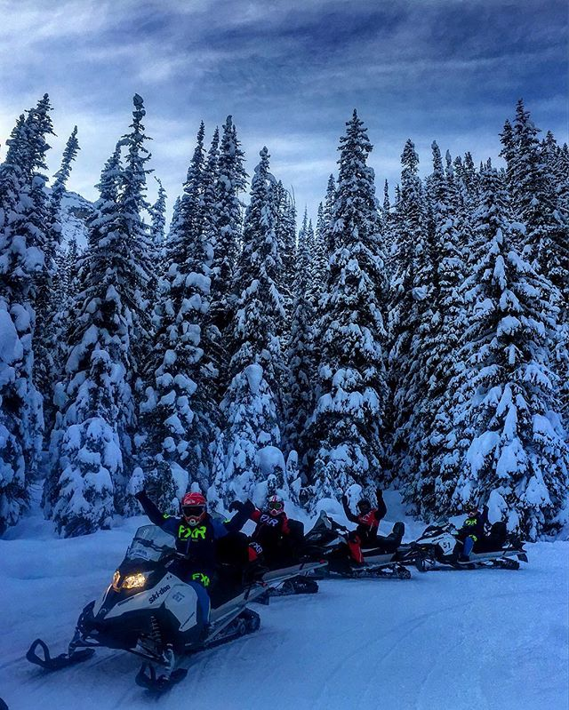 New Year's Day #snowmobiletour to #ParadiseBasin . #tobycreekadventures #newyearsday #canadianrockies #panoramabc #banff