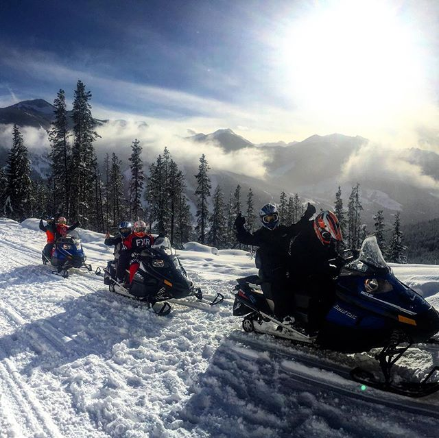 Fresh snow today followed by clearing clouds, blue skies and sunshine. #tobycreekadventures #paradisebasin #snowmobiletours #canadianrockies #banff #panoramabc #purecanada