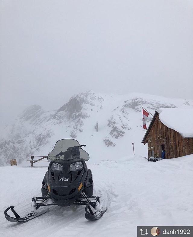 Repost from @danh1992 #purecanada #tobycreekadventures #snowmobiling #adventure #snow #mountainlife #fun #wishyouwerehere #greatday #godosomthing #getout