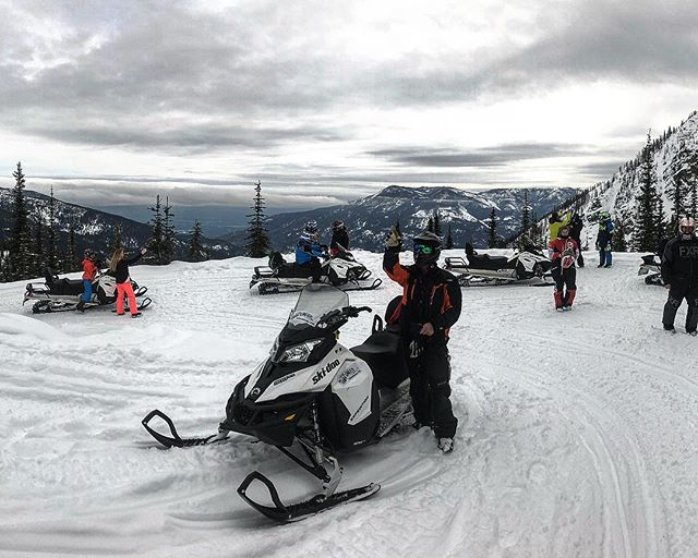 We had great views below the clouds this morning and then the forecasted snowstorm moved in with heavy snowfall in the afternoon. Fresh tracks tomorrow!! . #tobycreekadventures #snowmobiletours #canadianrockies #banff #canmore #panoramabc