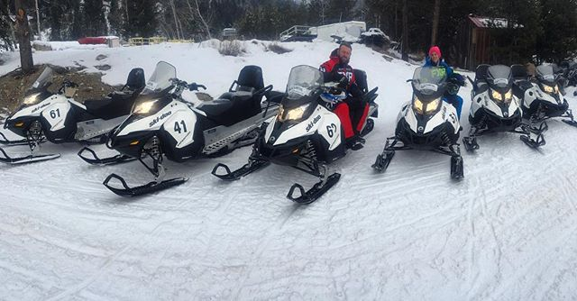 Why choose Toby Creek Adventures for your snowmobile tour? We are always upgrading our fleet to ensure you ride the best #snowmobiles. This season we have added six new #Skidoo Expedition 4-stroke #environmentallyfriendly touring 2-person snowmobiles to our fleet. #tobycreekadventures #panoramabc #purecanada #canadianrockies