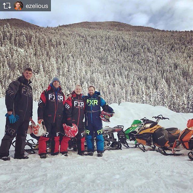 Repost from @ezelious .  Squad before we carve up the snow with #tobycreek tour guides, great people and times. #fxr #powder #boys #smilesallaround #bc #adrenalinejunkies