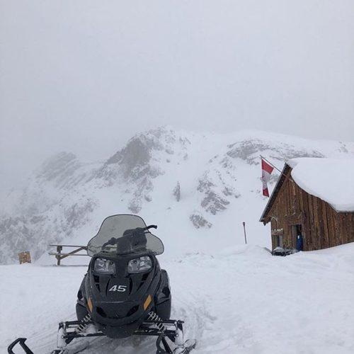 Repost from @danh1992 #purecanada #tobycreekadventures #snowmobiling #adventure #snow #mountainlife #fun …