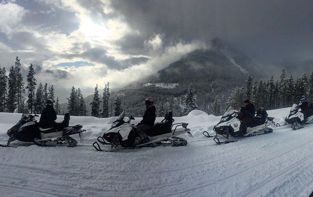 It snowed steadily for most of the day up at #ParadiseBasin. As we came home in the afternoon the sun broke through to showcase the beautiful #TobyCreek valley.  #tobycreekadventures #paradisemines #panoramabc #canadianrockies #banff #snowmobiletours