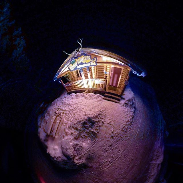 Our office is all lit up for Christmas !! . . #tobycreekadventures #panoramamountainresort #purecanada #tobycreek #christmas #snow #tinyplanet #360photography #canadianrockies #canada ???????? . .photo: @chrisconwaybc